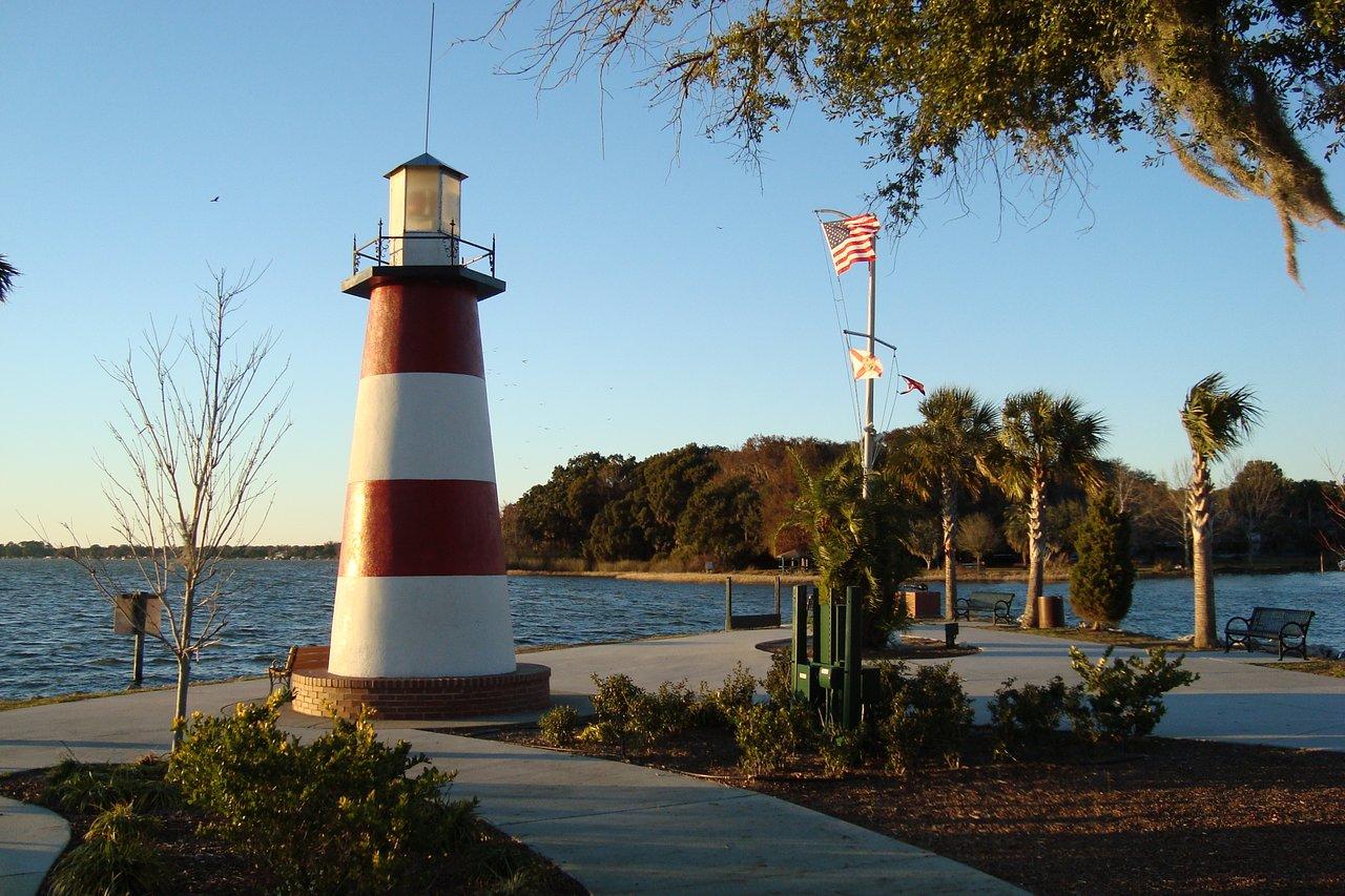 the-mount-dora-lighthouse